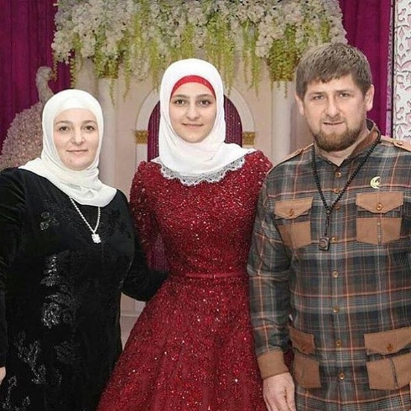 Фото №5 - Как одеваются дочери президентов: от сестер Алиевых до Айшат Кадыровой