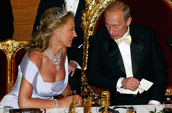 Фото №16 - Парад тиар в Букингемском дворце (и самая большая – у королевы Максимы)