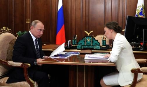 Фото №1 - Владимиру Путину доложили: на орфанные лекарства детям не хватает 8 млрд рублей