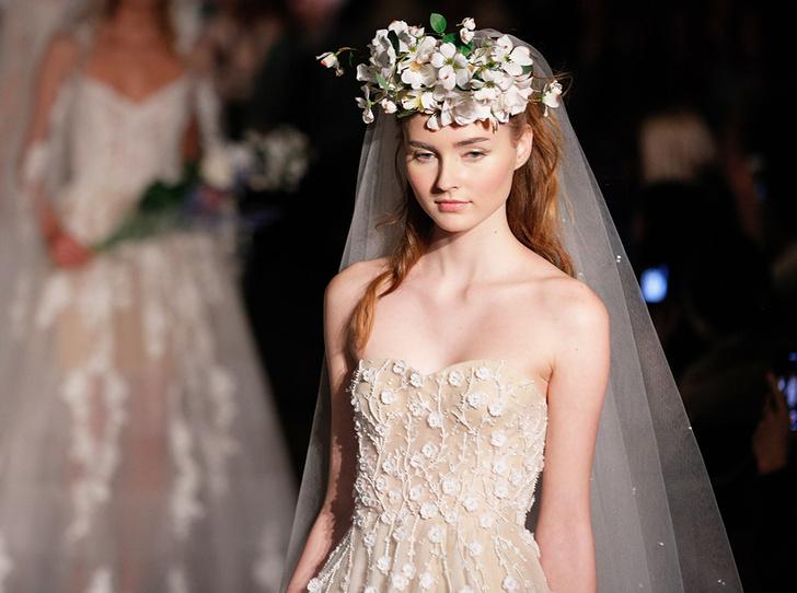 Фото №1 - Свадебное платье мечты: 10 трендов с Bridal Fashion Week SS19 в Нью-Йорке