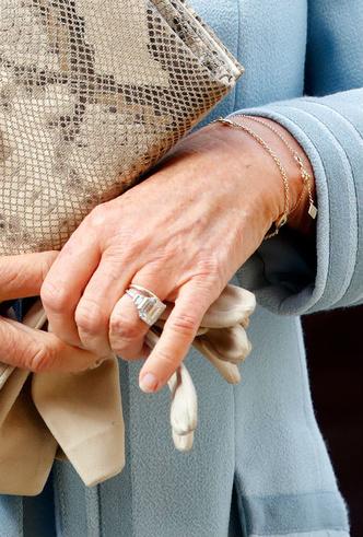 Фото №7 - Кейт, Камилла или Грейс Келли: чье помолвочное кольцо самое дорогое