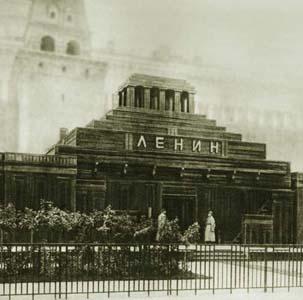 Фото №1 - Ленина выставили на всеобщее обозрение