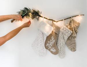Фото №10 - Бюджетно и красиво: Как украсить дом к Новому году без лишних затрат 💫