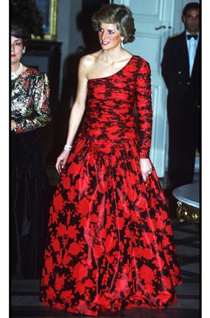 Фото №68 - 70 красных нарядов: как принцесса Диана носила любимый цвет