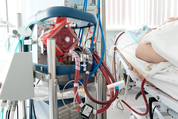 Фото №1 - Потерял на ИВЛ 40 кг: история врача, который провел на «вентиляторе» больше двух месяцев и выжил
