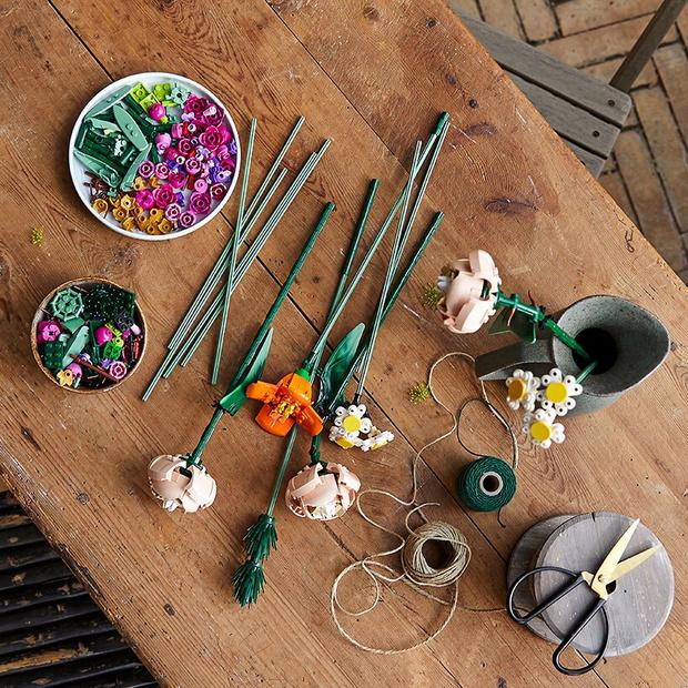 Цветы, не требующие ухода: LEGO выпустили ботаническую коллекцию