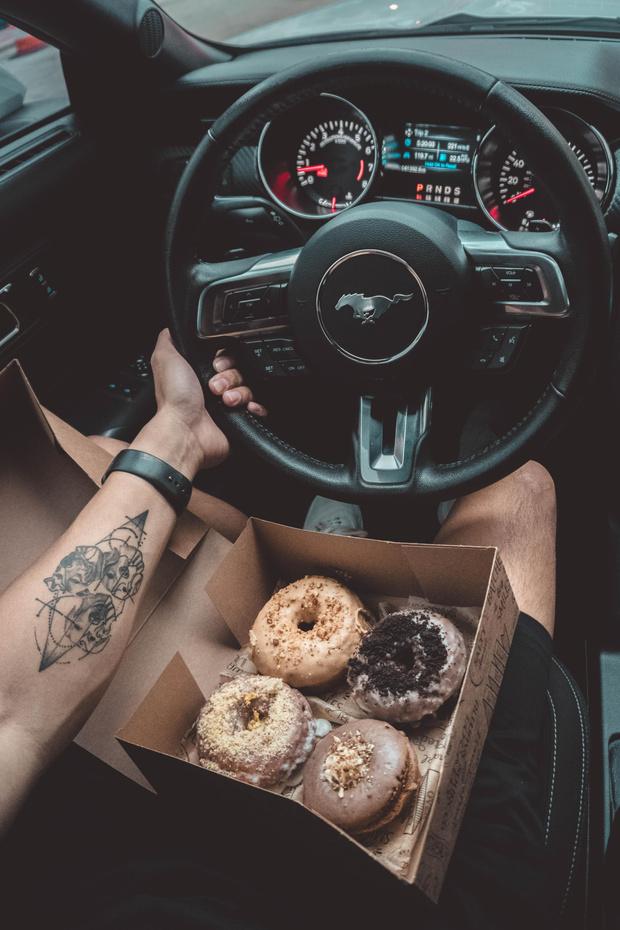 Фото №5 - Самые опасные еда и напитки для перекуса за рулем