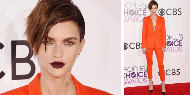 Фото №2 - Самые запоминающиеся образы с красной дорожки People's Choice Awards