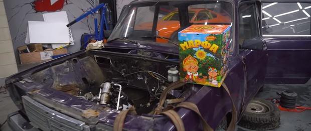 Фото №1 - Что будет, если запустить салют прямо в машине (видео)