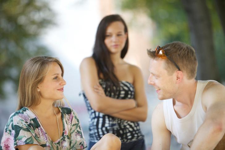 Фото №2 - Как друзья портят нашу жизнь и разрушают семьи: 6 типичных историй