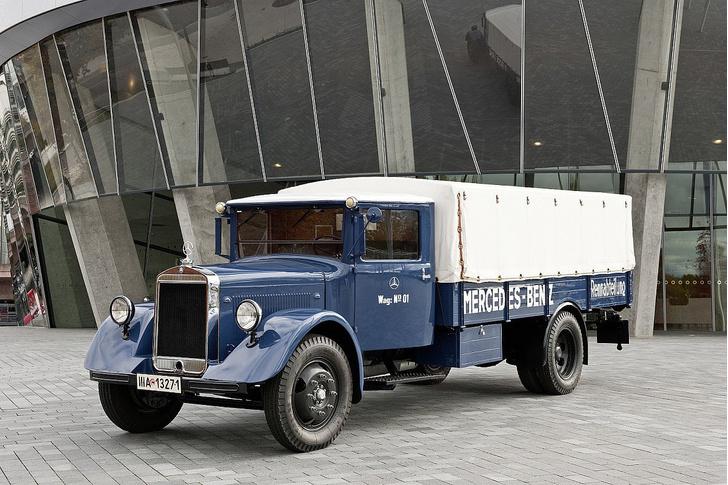 Вот так пугающе выглядели грузовики гоночной команды Mercedes-Benz в начале 50-х…