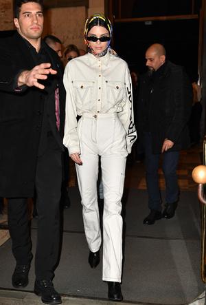 Фото №5 - 3 сочетания с белыми джинсами, которые облегчат сборы