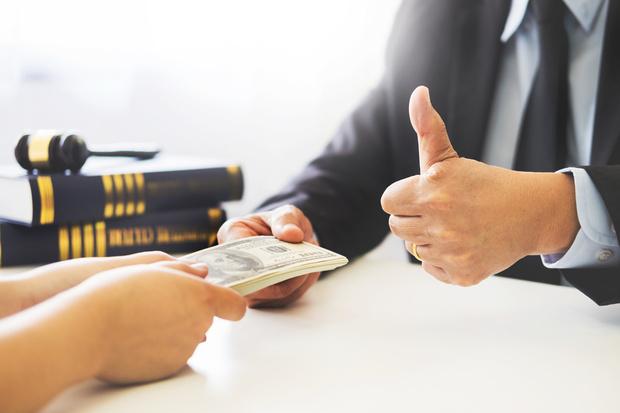 Фото №1 - Обманутый муж отсудил у любовника жены 750 тысяч долларов за то, что тот, собственно, увел у него жену