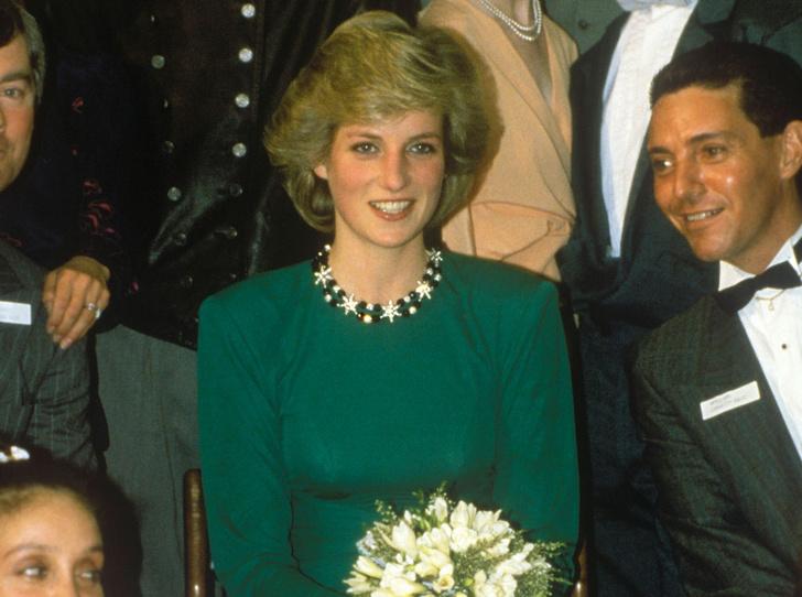 Фото №3 - Не все то золото: как принцесса Диана выдавала дешевую бижутерию за дорогие украшения