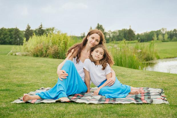 Фото №2 - Почему дочке нельзя носить мамины вещи: 5 причин