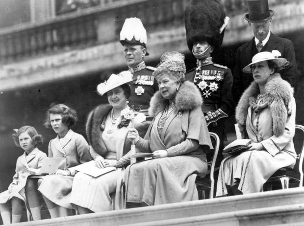 Фото №4 - Две королевы: удивительные отношения Елизаветы Боуз-Лайон и Марии Текской