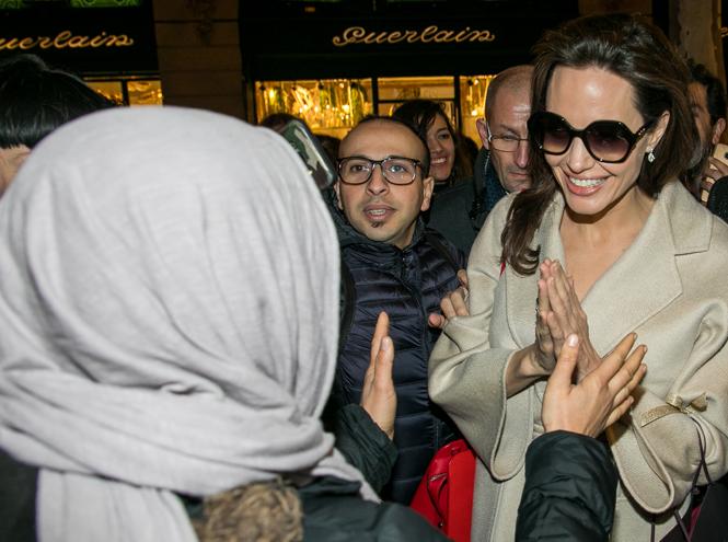 Фото №10 - Анджелина в Париже: Guerlain, Лувр и встреча с Брижит Макрон