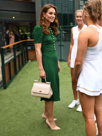 Фото №4 - Будущая королева и Первая леди: как Кэрри Симондс копирует стиль Кейт (и зачем)