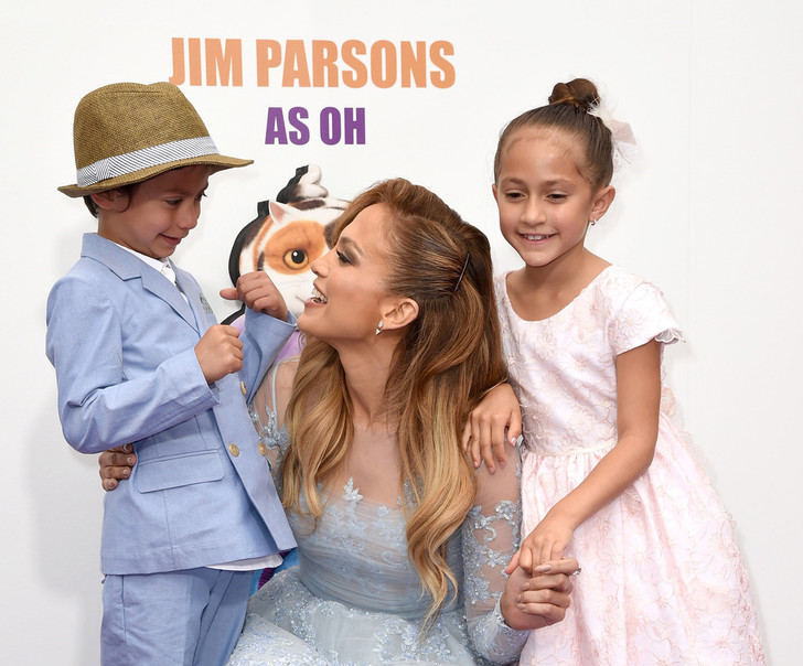 Дженнифер с детьми на премьере мультфильма «Дом»