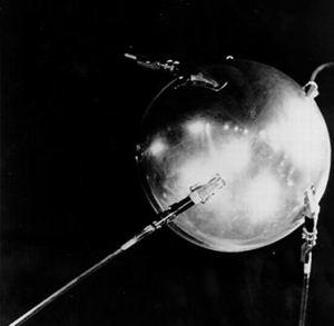 Фото №1 - В планетарии Мадрида установили модель советского спутника