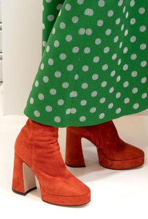 Фото №8 - Самая модная обувь весны и лета 2020: советы дизайнеров