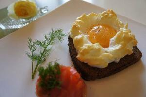 Фото №19 - 7 необычных и простых рецептов яичницы к завтраку