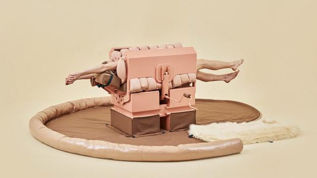Фото №1 - Изобретение дня: машина для объятий