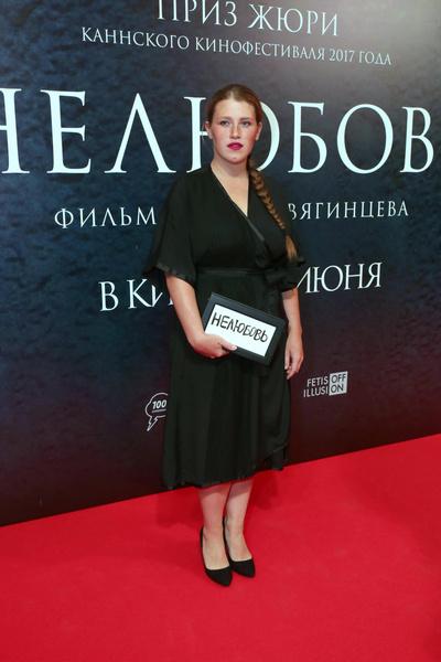 Фото №1 - «Я запуталась»: звезда сериала «Чики» Варвара Шмыкова страдает от панических атак