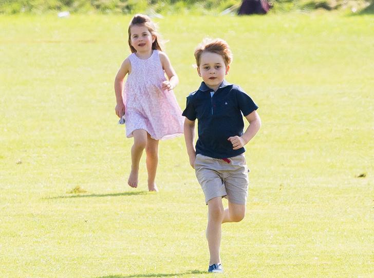 Фото №2 - Кэрол Миддлтон приобщает внуков Джорджа и Шарлотту к семейному делу