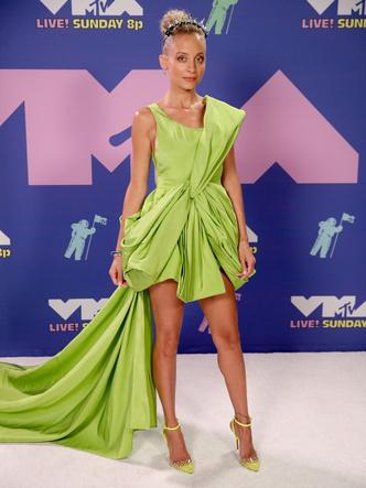 Фото №26 - MTV Video Music Awards 2020: лучшие и худшие наряды звезд на красной дорожке