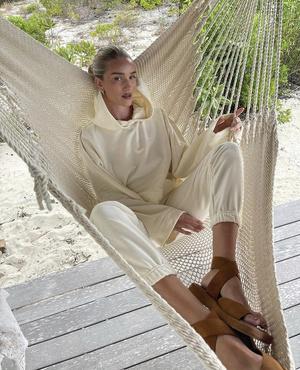 Фото №1 - Роузи Хантингтон-Уайтли в костюме российского бренда: где купить такой?