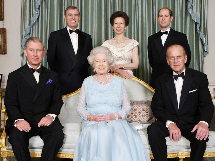 Фото №1 - Мамин любимчик: кого из детей Елизавета II всегда выделяла среди других (и почему)
