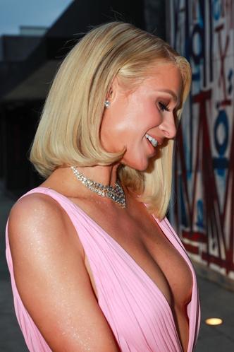 Фото №3 - Жизнь в розовом цвете: Пэрис Хилтон в платье Valentino и самых крупных бриллиантах Голливуда