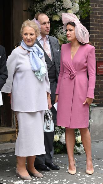 Фото №6 - Английская роза: любимая невестка Королевы впервые за долгое время вышла в свет (и ее наряд покорил всех) 