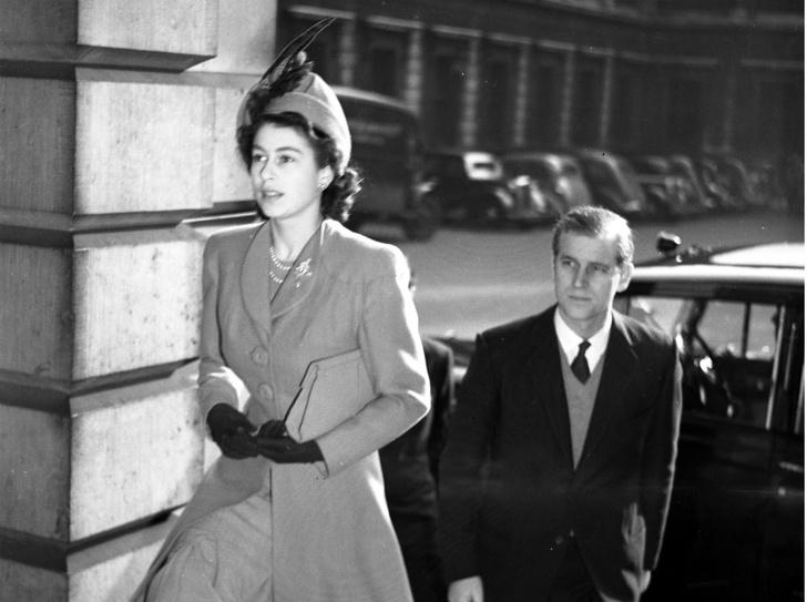 Фото №1 - Начало большой любви: первое совместное фото Елизаветы и принца Филиппа
