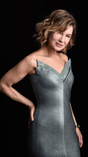 Фото №3 - BAFTA 2021: самые стильные звезды на красной дорожке церемонии