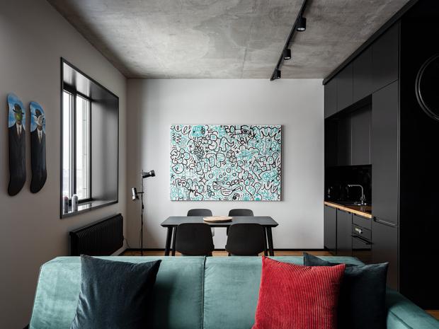 Фото №2 - Маленькая квартира в оттенках черного и серого