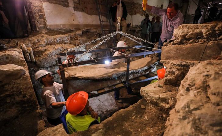 Фото №1 - В Испании обнаружен древний свинцовый саркофаг