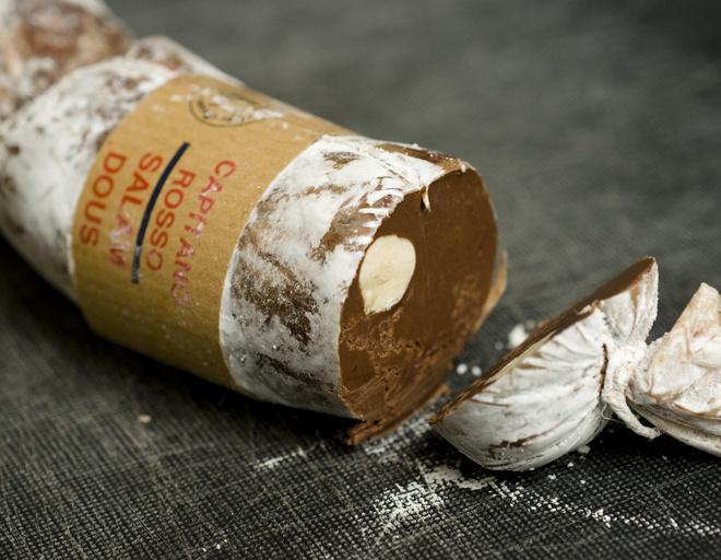 Сладкие колбаски из какао