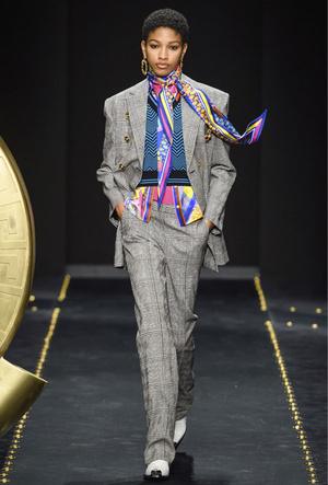 Фото №6 - Как носить шелковые платки: 10 самых простых и стильных способов