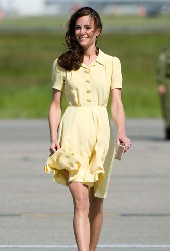 Фото №3 - Искусство провокации: как королевские модницы носят мини