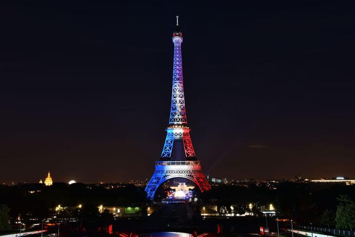 Фото №1 - Эйфелевой башне могут вернуть исторический цвет
