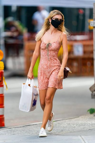 Фото №24 - Ратаковски надела платье, в котором грудь выглядит обвисшей