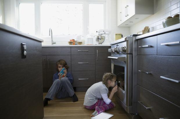Фото №1 - Лайфхак: как легко и быстро почистить духовку изнутри