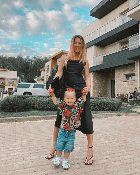 Фото №2 - Нюша на отдыхе показала дочь, которая подросла и сильно изменилась
