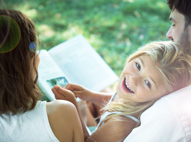 Фото №1 - 10 книг, которые нужно прочитать родителям, пока у детей каникулы