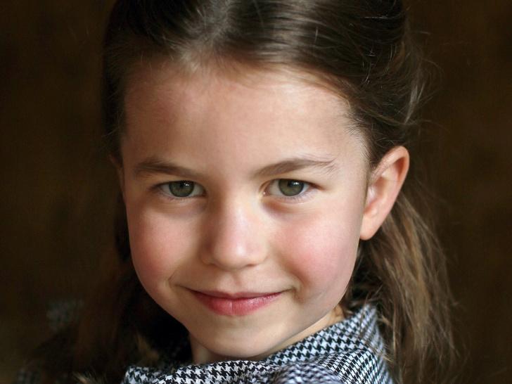 Фото №1 - «Диснеевская принцесса»: новое фото Шарлотты Кембриджской стало вирусным
