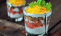 Слоеный салат с семгой горячего копчения