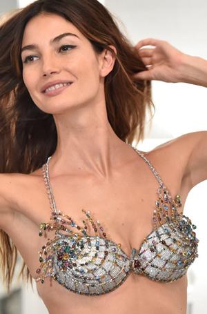 Фото №41 - Полцарства за бюстгальтер: как выглядят все драгоценные Fantasy Bra Victoria's Secret