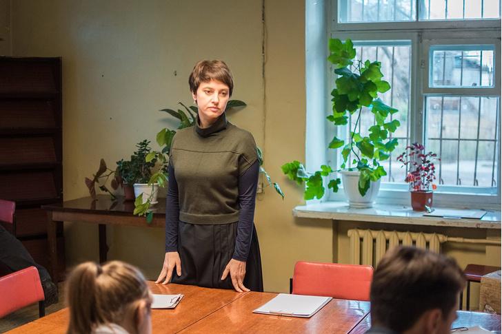 Фото №1 - MAXIM рецензирует «Простой карандаш»— российский фильм о трудных подростках и трудных учителях